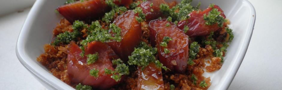 Kærnemælksrand (panacotta) med karameliserede rabarber, maltkiks og kryddersukker- dessert i det nye nordiske køkken