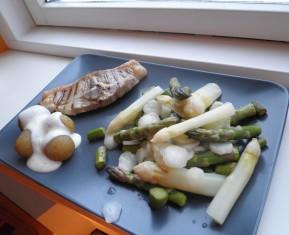 Lam, aspargessalat, kartofler og skum