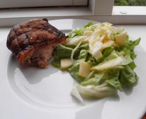 Svineskank med æble og fennikel salat