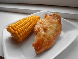 Kyllingebryst med sprødt skind og majskolbe