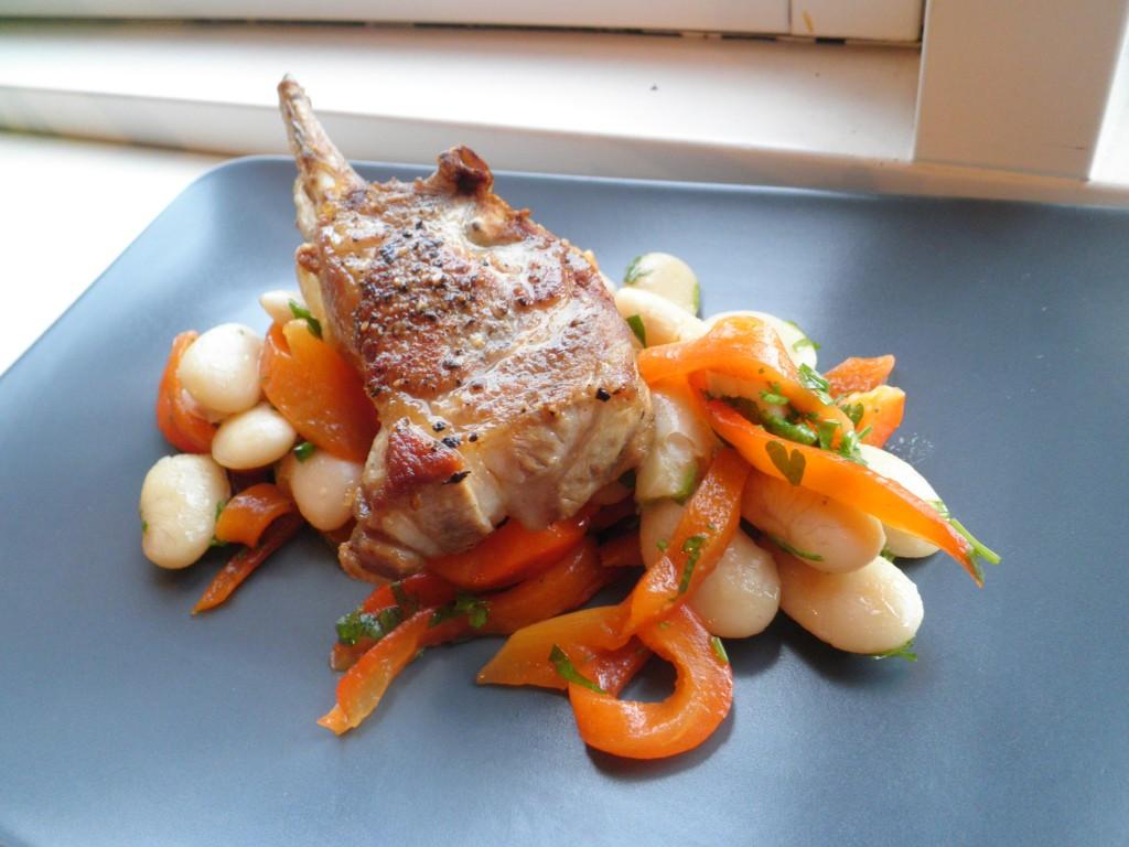 Lamme rack, bønner og peberfrugt