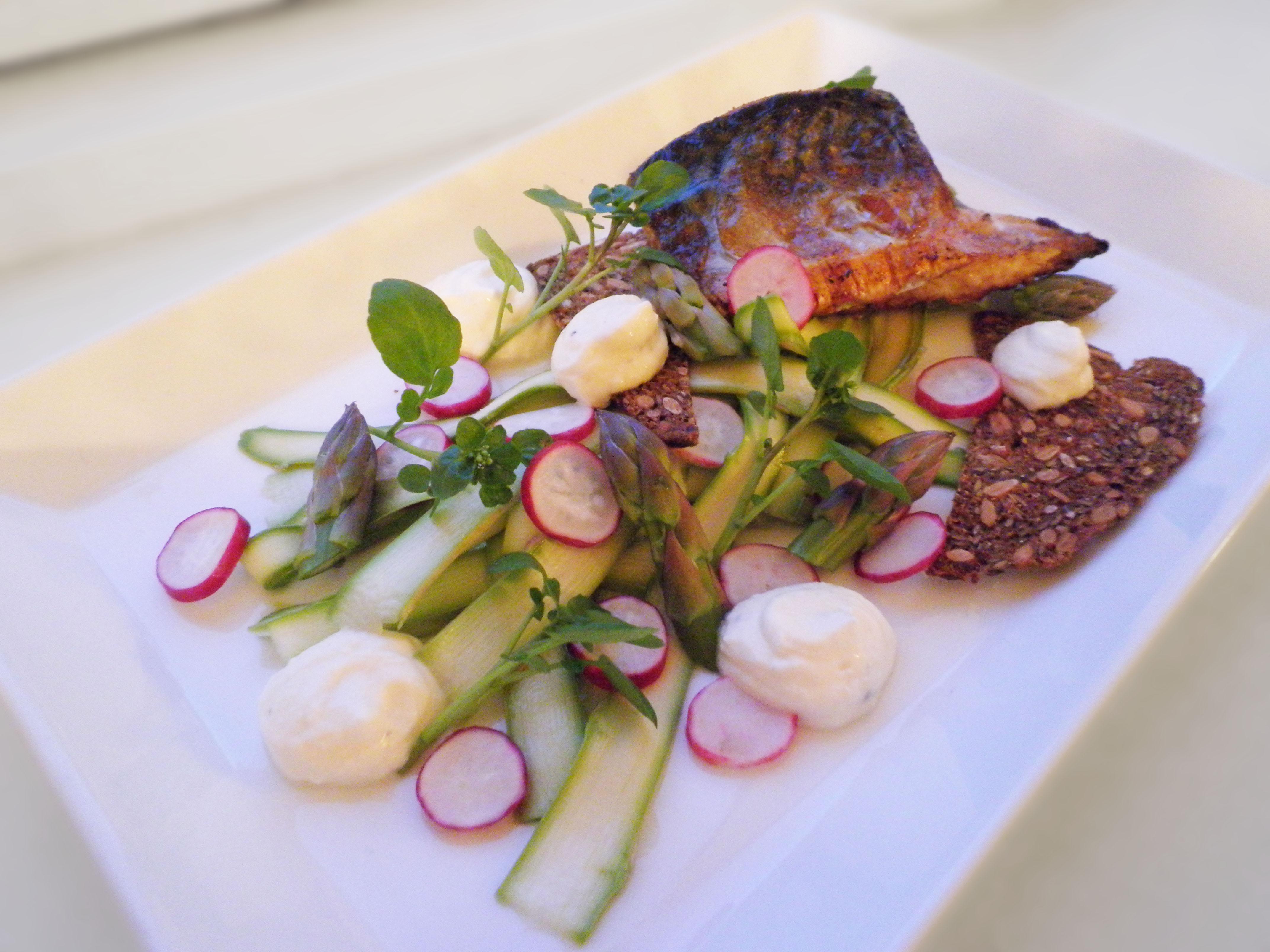 Makrel Med Syltet Grønne Asparges Og Rygeostcreme Love Food Love