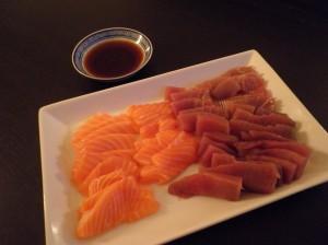 Sashimi af laks og tun, hoisin-style dip