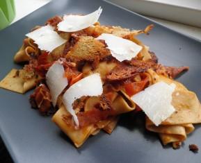 Papardelle pasta med fattigmads parmesan