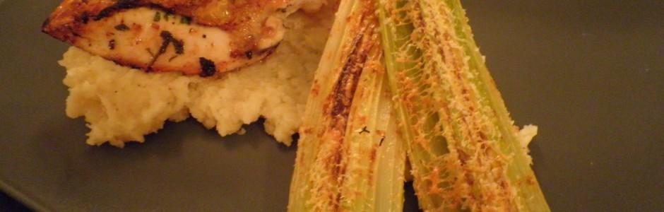 Sprødt kyllingebryst med pastinakmos og gratinerede porre