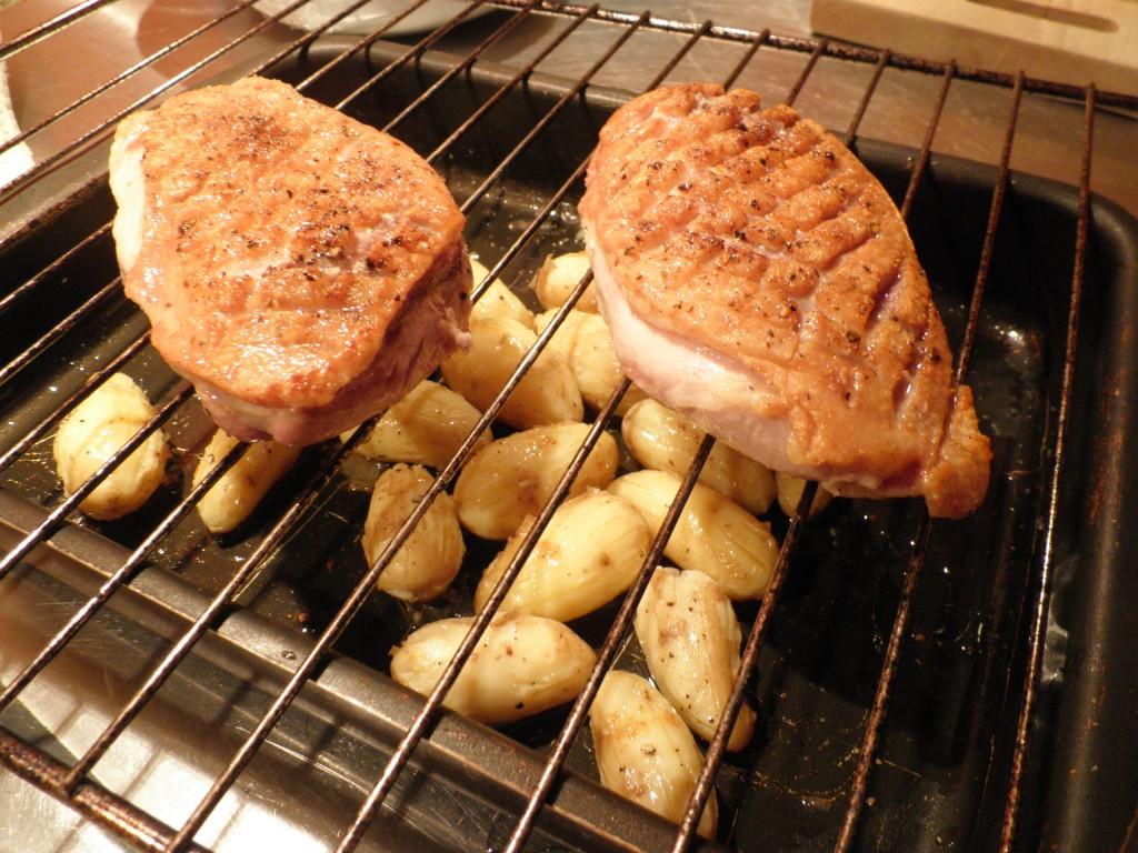 tilberedning af andebryster til mortens and med kartofler stegt i andefedt