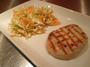 Grillet kotelet med coleslaw (kålsalat)