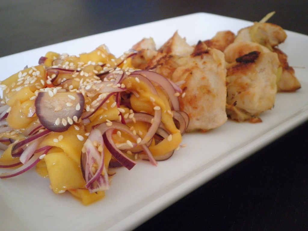 Vietnamesisk BBQ kylling (citrongræs, koriander og ingefær) og mangosalat