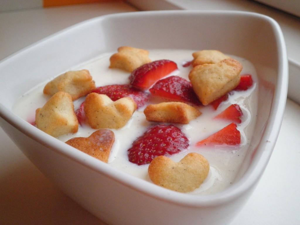 Hjemmlavet koldskål med jordbær og verdens bedste kammerjunker