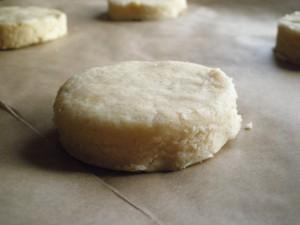 perfekte hjemmelavede scones klar til bagning