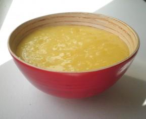 Hejmmelavet lemon curd der smager af dejlige citroner
