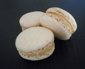 Macarons med kokos og peanutbutter - macarons uden mandler