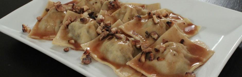 pasta til jule - Ravioli med and og portvissauce og hakkede ristede valnødder. Moderne julemad