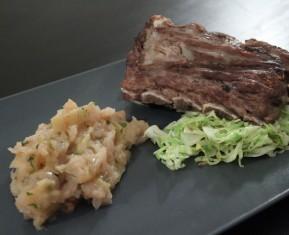 Svineben med æblekompot, estragon og spidskål