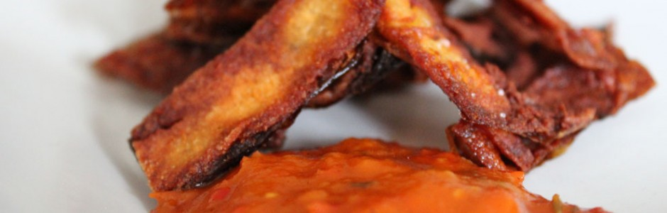 Sprde potato skins med hot, sweet BBQ sauce