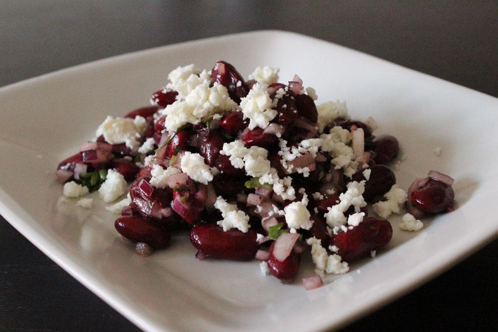 Nem salat med kidneybønner og feta - Mad på 5 min