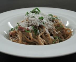 Den ægte cremede spaghetti cabonara