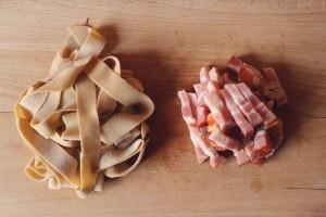 bacon og pasta forberedt